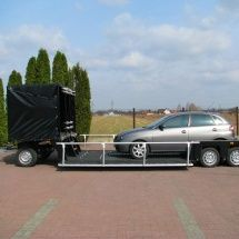 Samochód na lawecie filmowej
